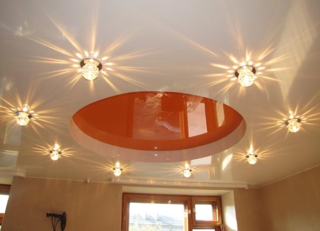 Встраиваемые точечные светильники на натяжном потолке