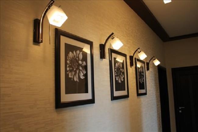 Настенные светильники в прихожей