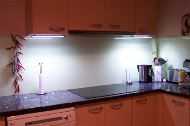 Ксеноновая подсветка кухни