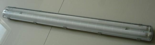 Внешний вид влагостойкого люминесцентного светильника
