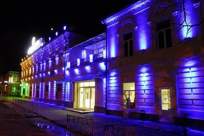 Здания со светодиодной наружной подсветкой