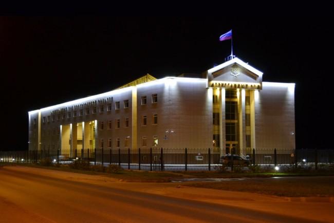 Карниз здания с линейными светодиодными светильниками