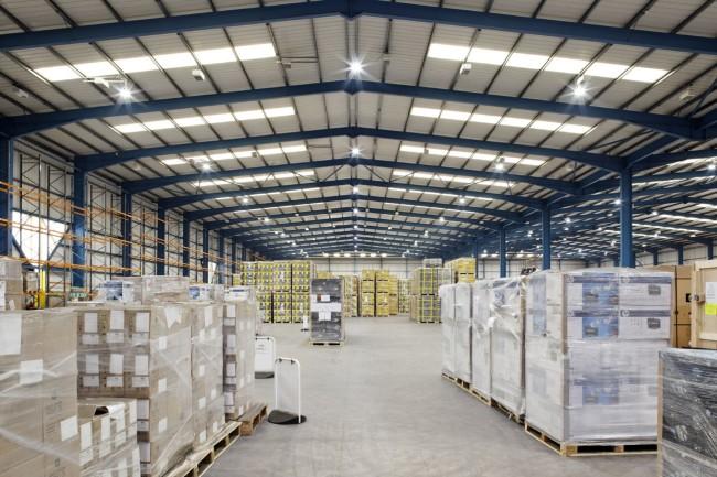 Вариант освещения склада с высокими потолками