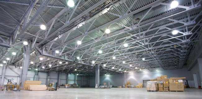 Пример подвесных светильников на складе