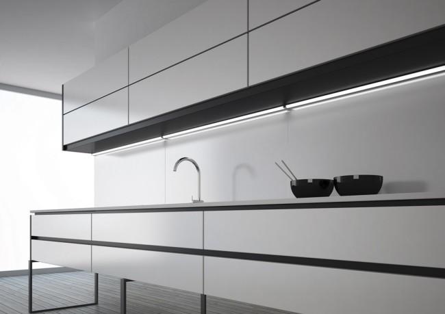 Накладные линейные светильники на кухне