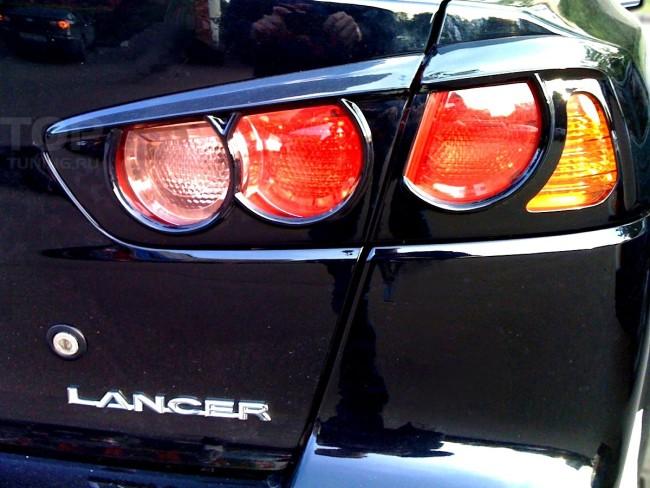 Внешний вид задних фонарей автомобиля