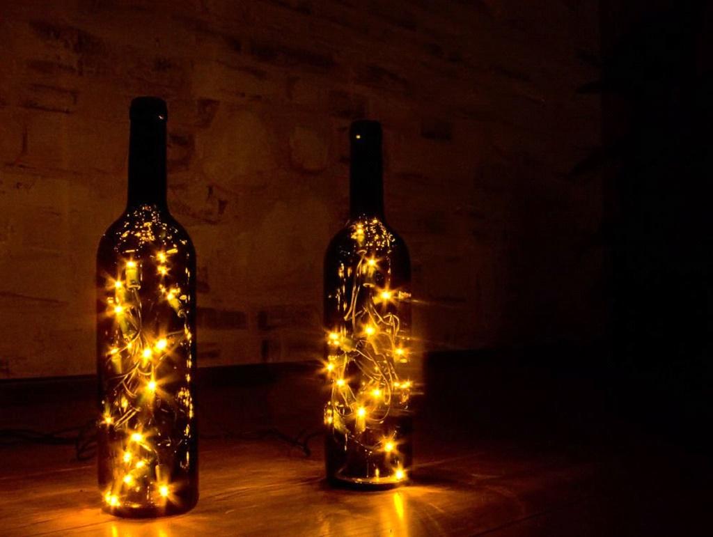 Светильник сделаный из гирлянды