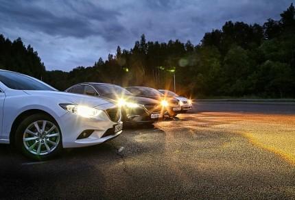 Свет от фар машин в вечернее время
