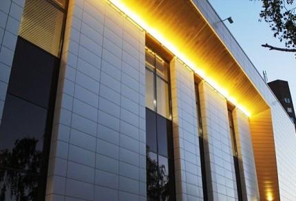 Линейная подсветка здания
