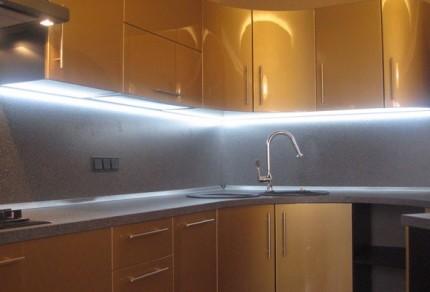 Линейный светильник на кухне