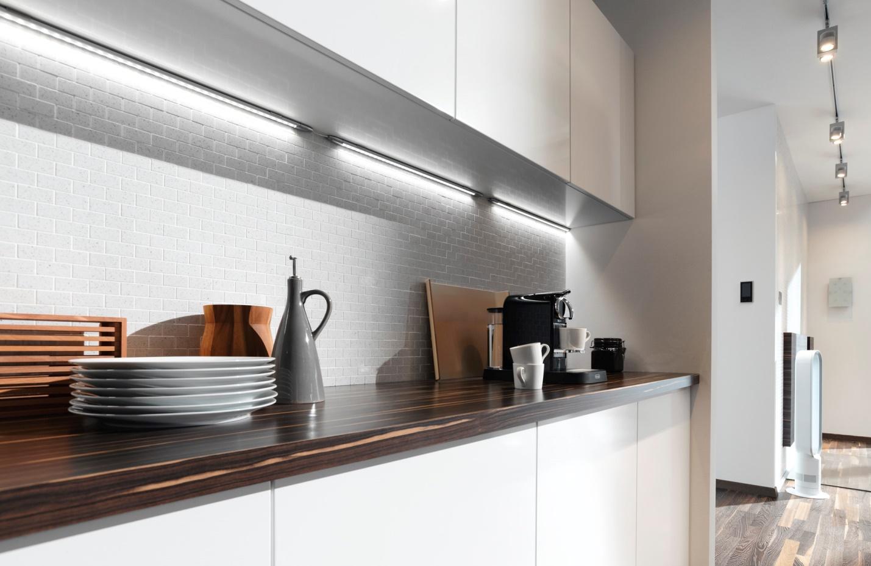 светодиодные светильники на кухне фото как